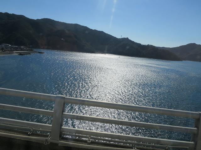 バスの車窓 - 高知のキラキラと輝く海