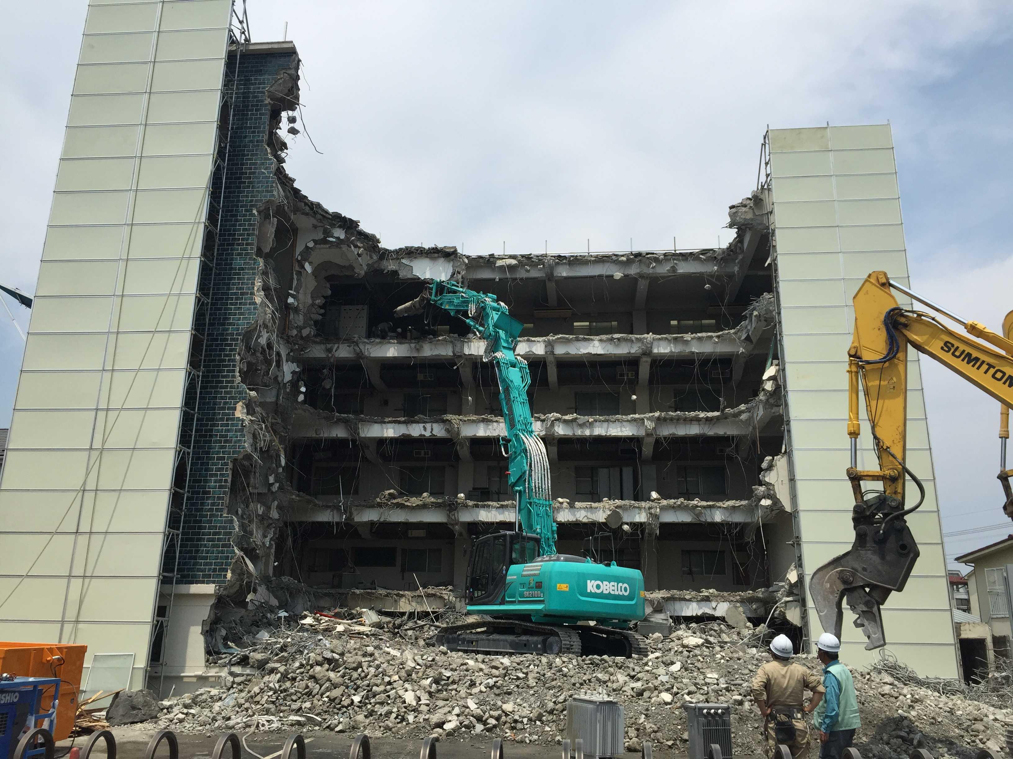 解体される RC造 5階建てのビル