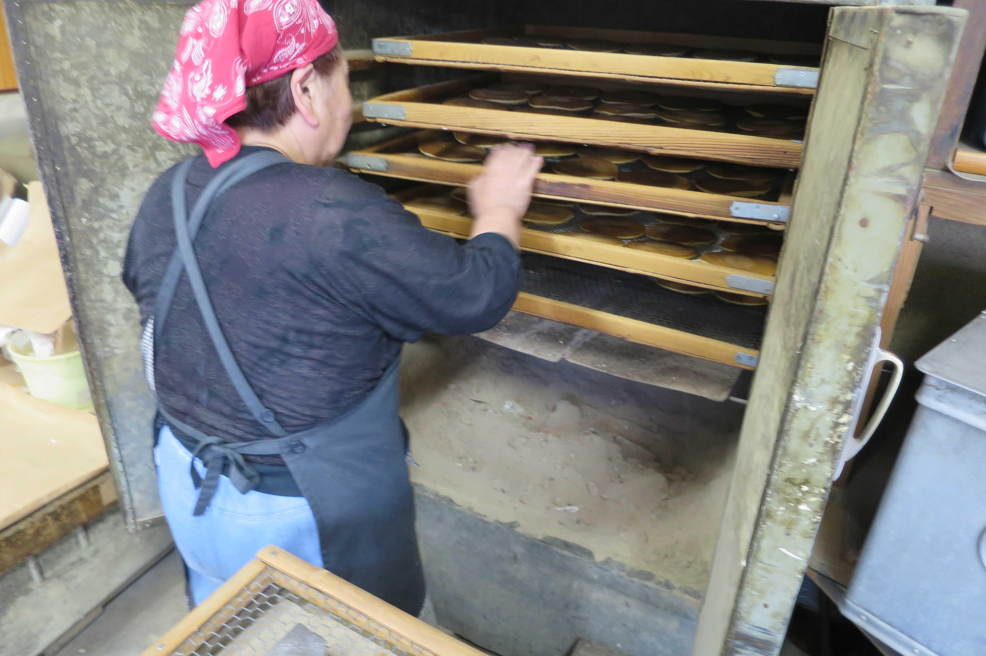 京都・山王地区 - カタパンを焼いていたところ