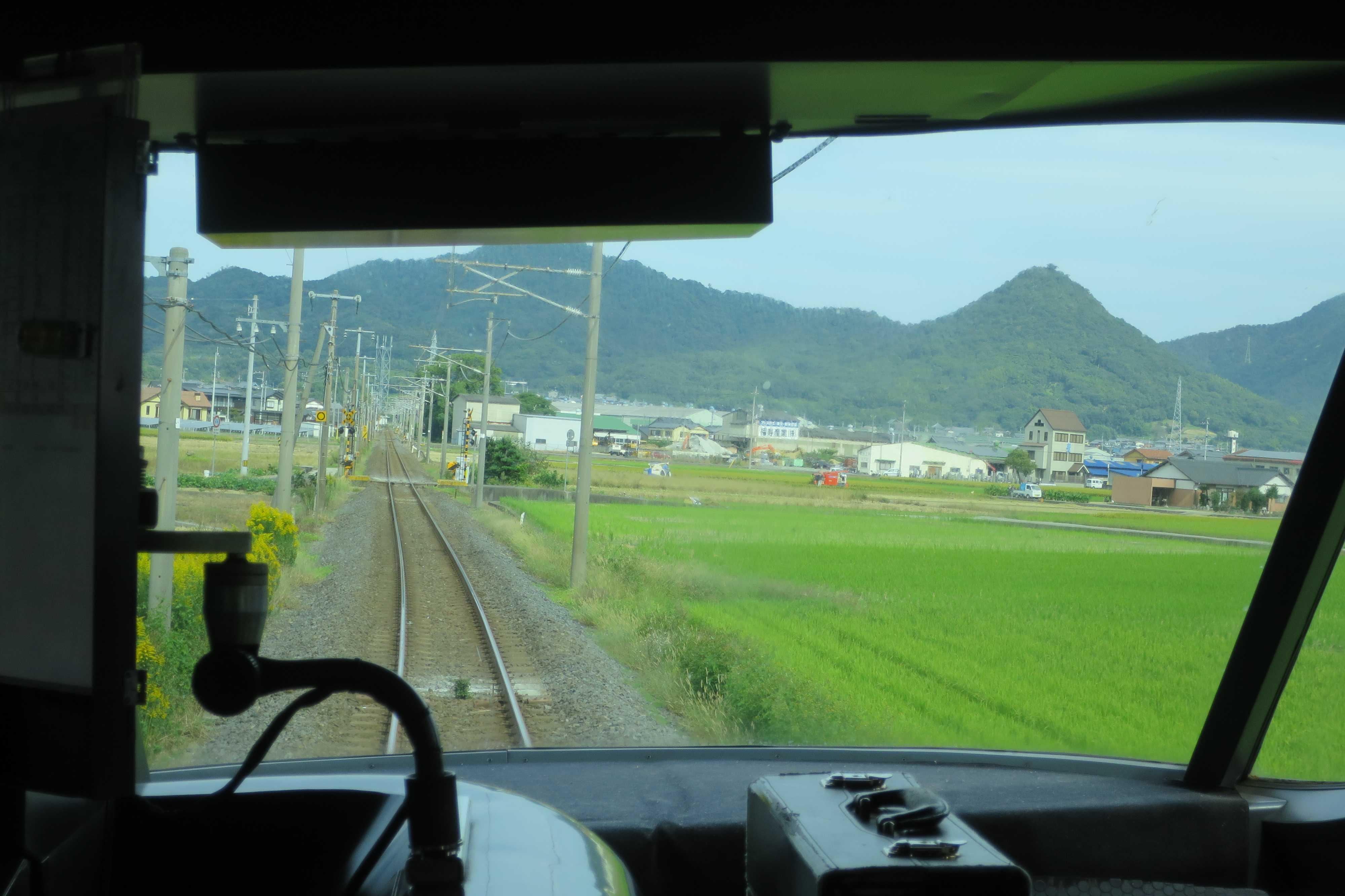 JR四国の予讃線の特急「いしづち10号」の車窓