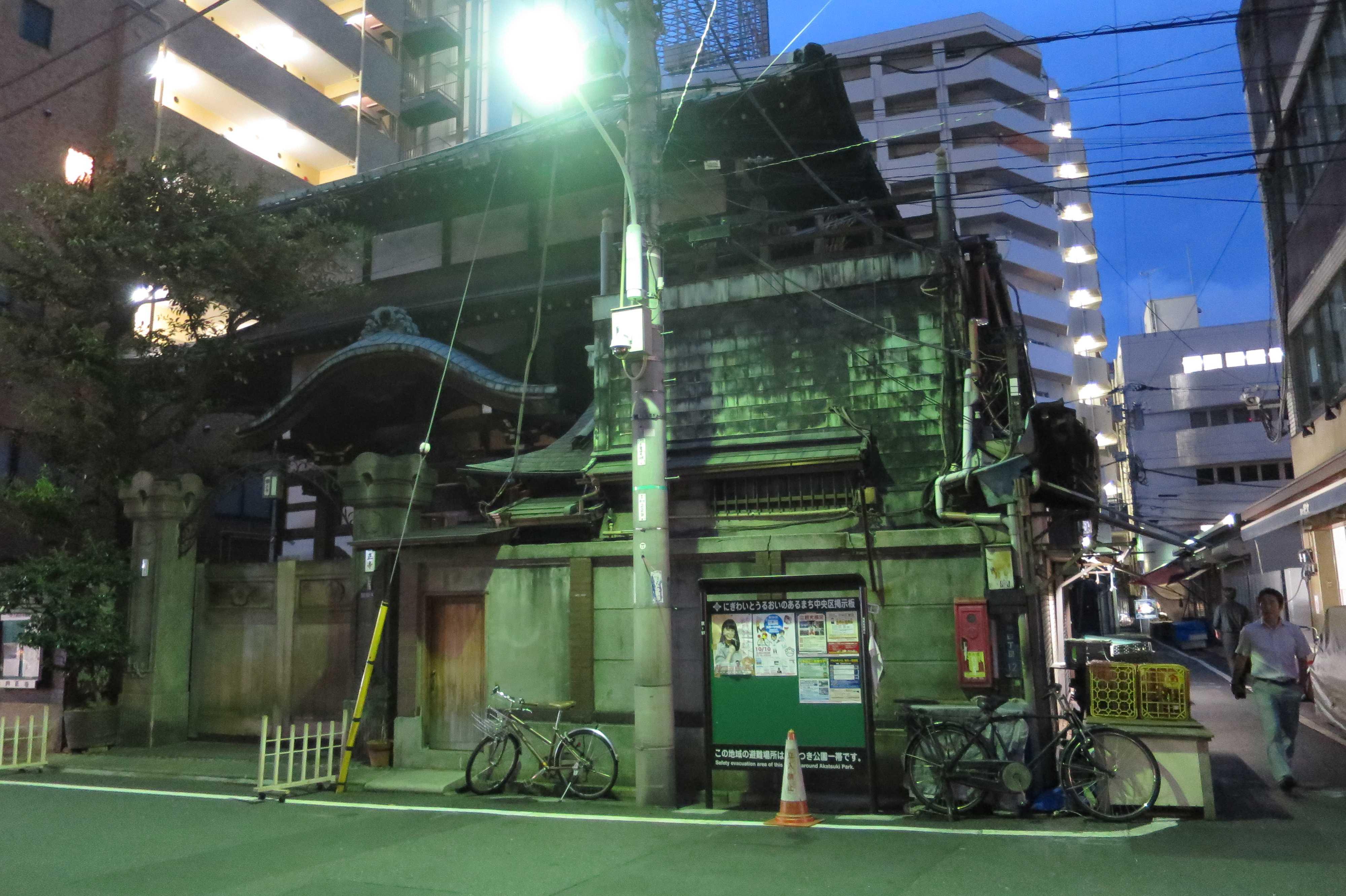 古い木造寺社建築・円正寺(築地エリア/築地場外市場)