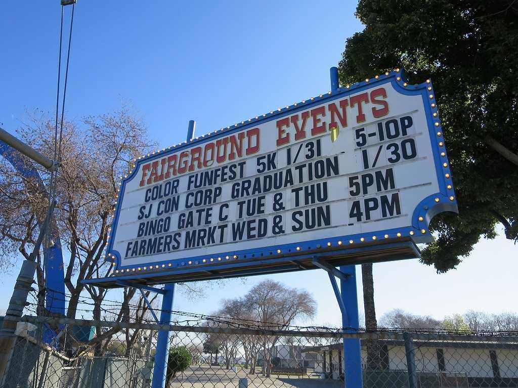 サンタクララ・フェアグラウンドのイベント案内板