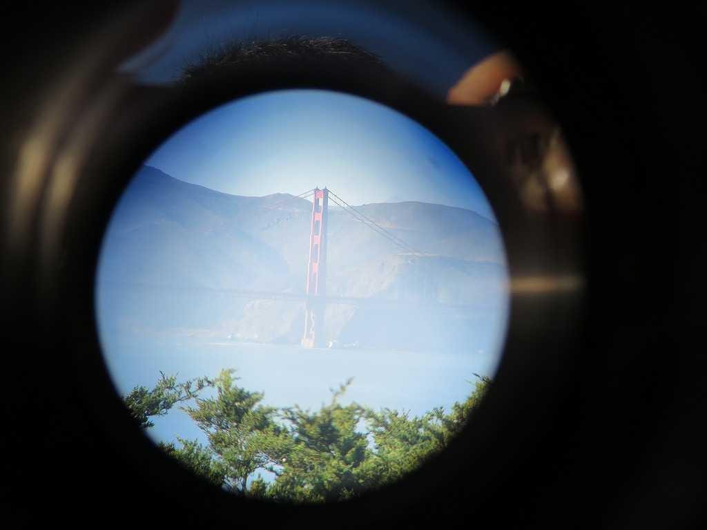 コイトタワーの観光望遠鏡から見えた金門橋(ゴールデンゲートブリッジ)
