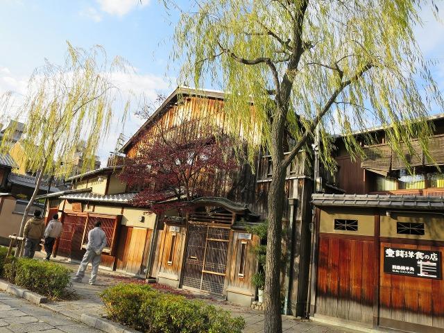 祇園白川沿いの町家