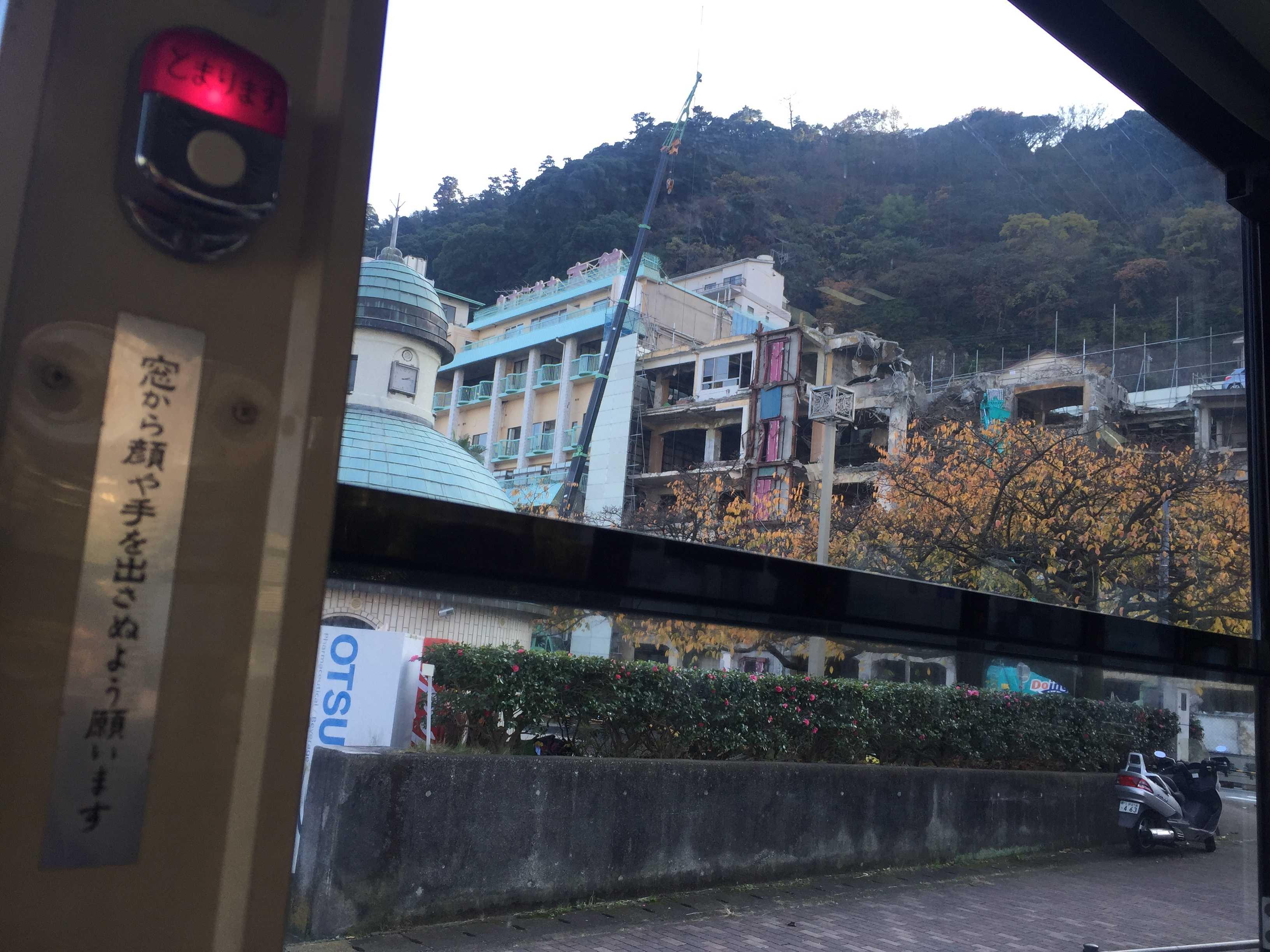 取り壊し中の旅館