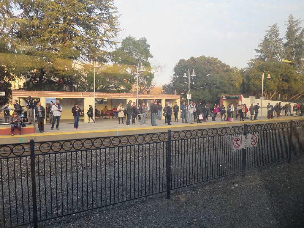 カルトレイン - パロアルト(Palo Alto)駅