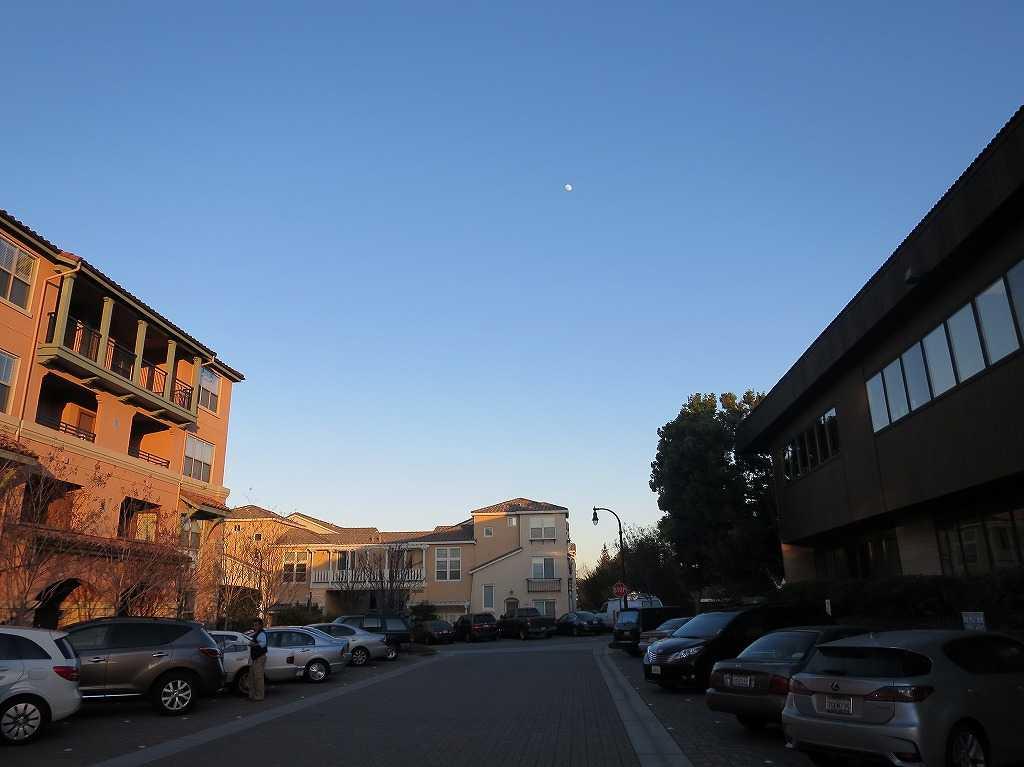 クパチーノの空とお月様