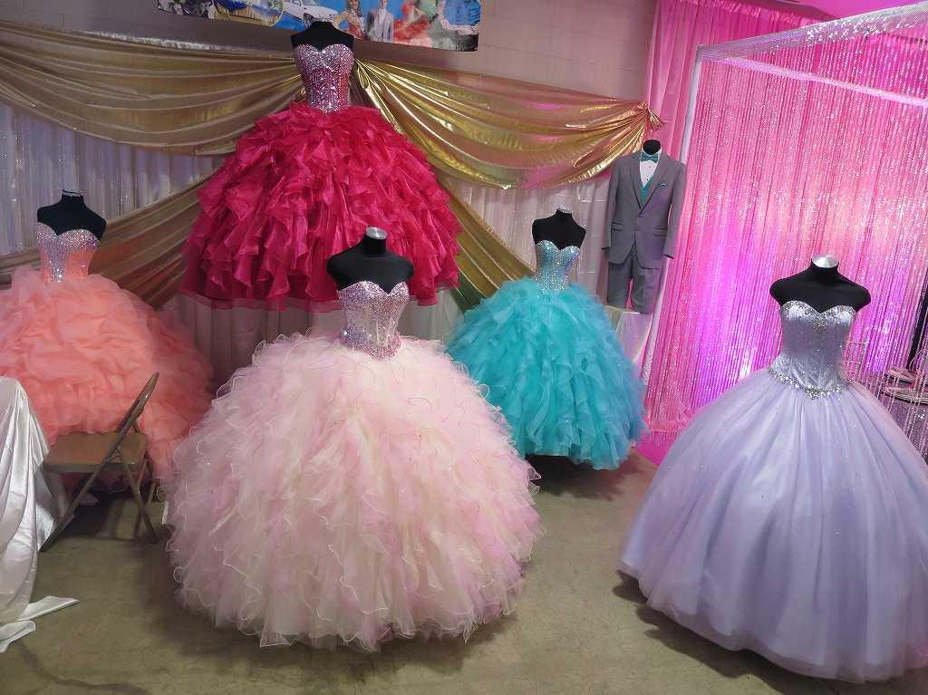 色とりどりのドレス