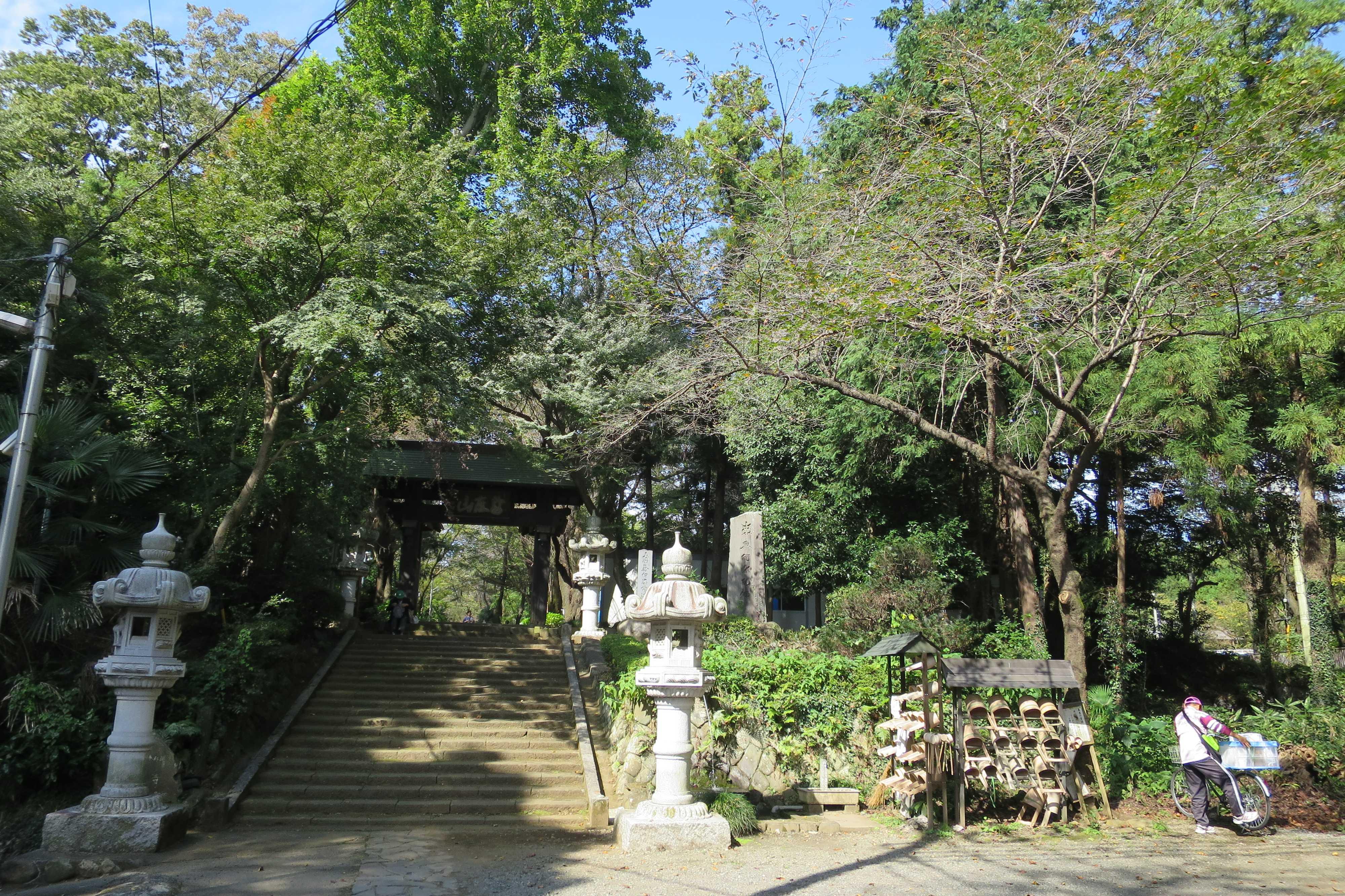 無量光寺 - 山門の遠景