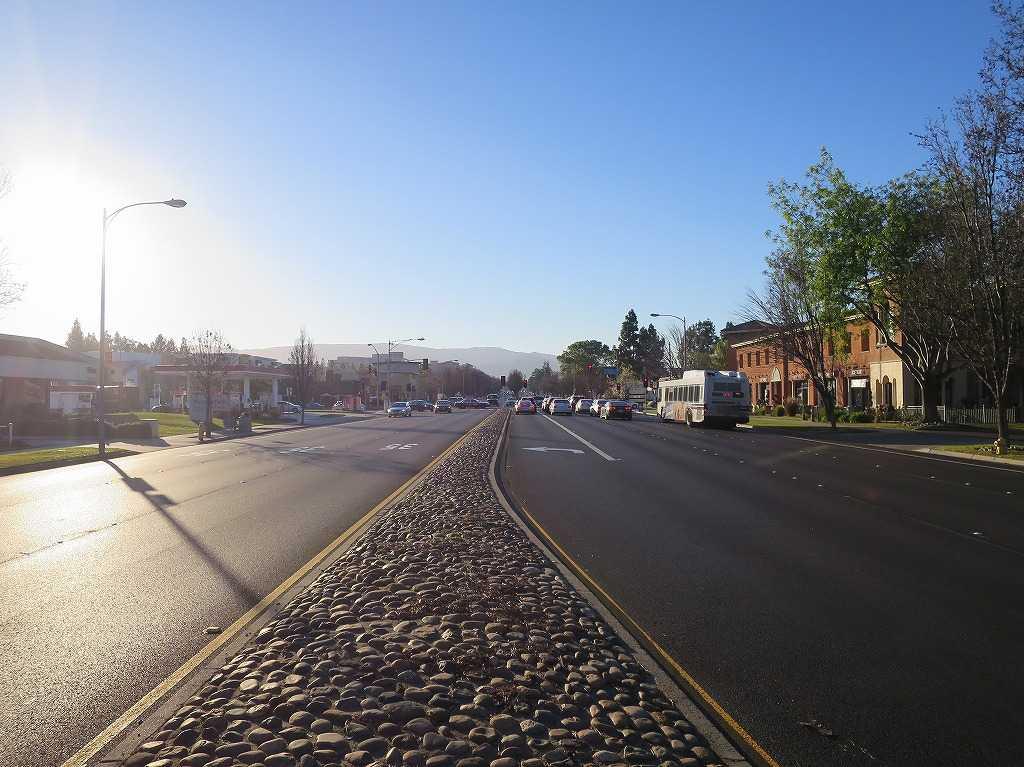 クパチーノの道路(スティーブンス・クリーク・ブールバード/Stevens Creek Blvd)