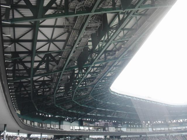 甲子園球場内野席上の銀傘(ぎんさん)