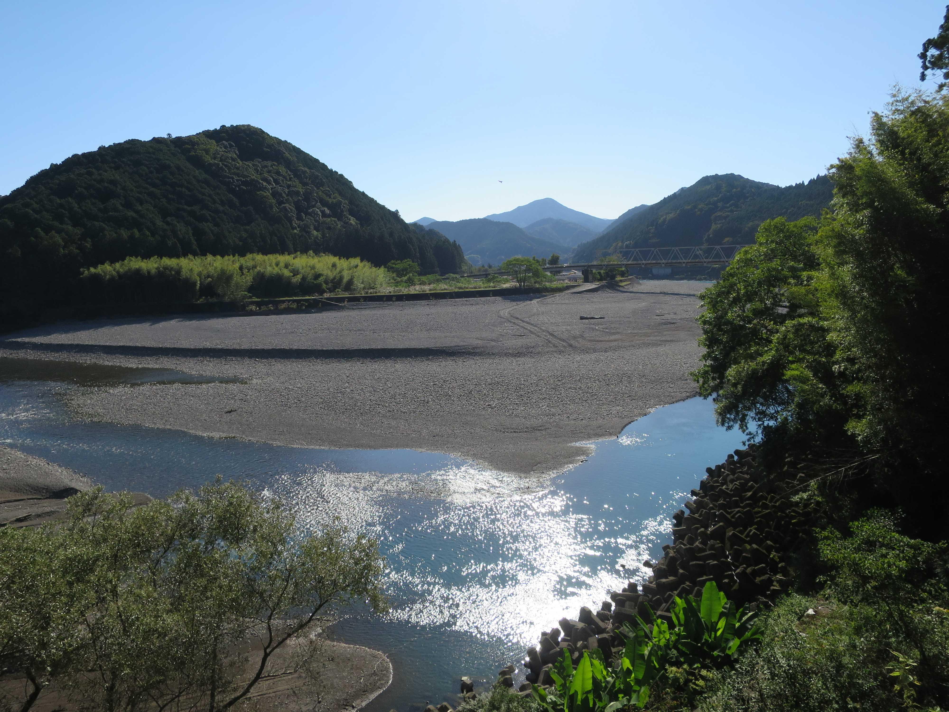 輝く熊野川