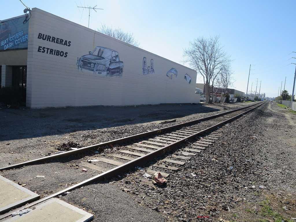 サンノゼ - モントレーロード(Monterey Street)に交差する専用鉄道の線路
