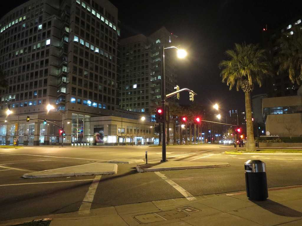 夜のサンノゼ市内
