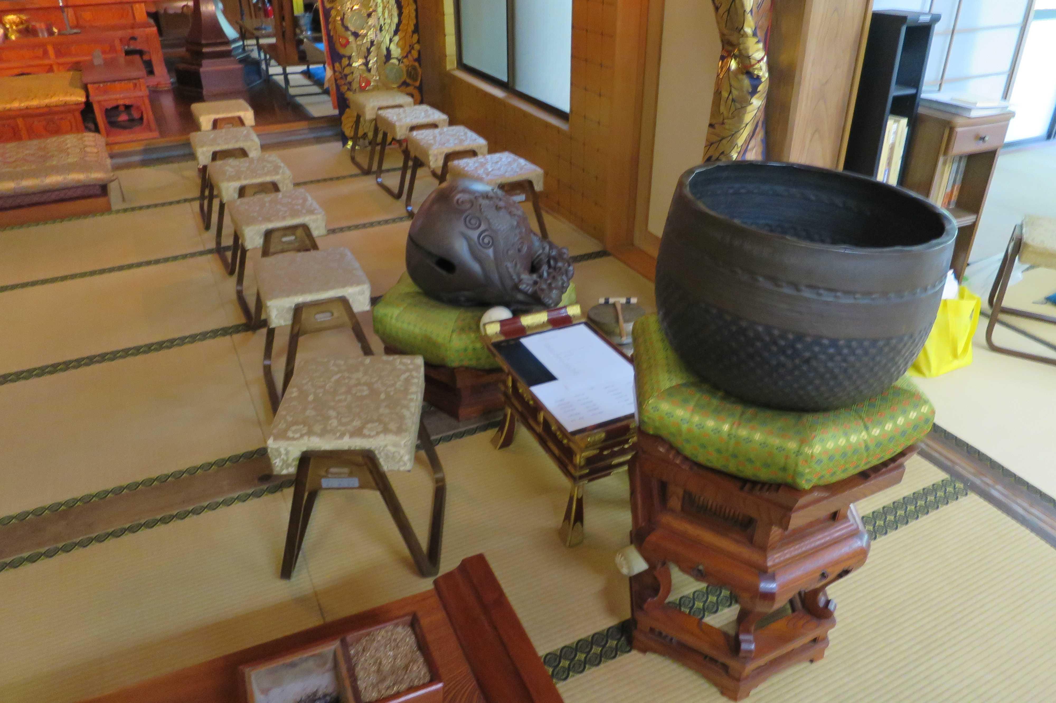 木魚とおリン(無量光寺)