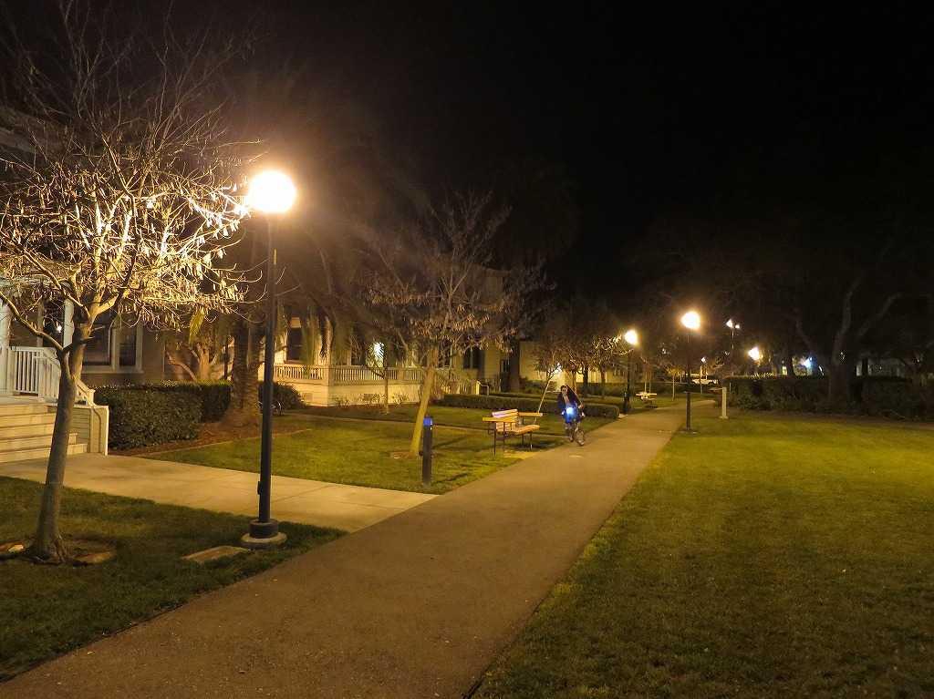 夜のスタンフォード大学