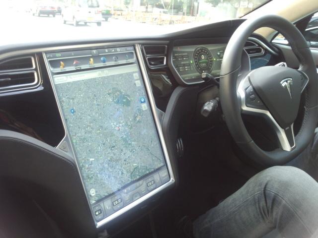 テスラモーターズ・モデル Sのタッチスクリーン