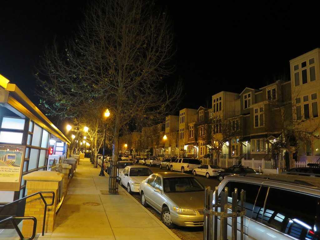夜のサンノゼ・ディリドン駅前