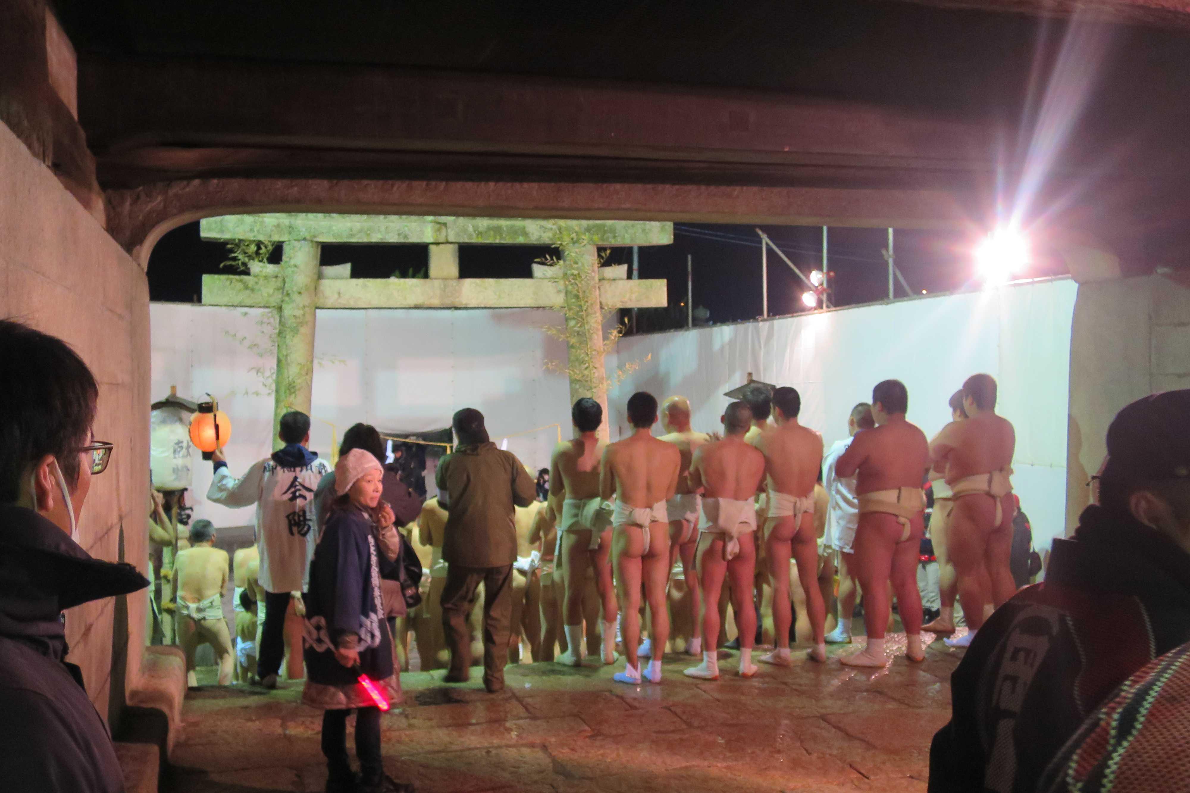 西大寺会陽 - 林グループの垢離取場での水垢離