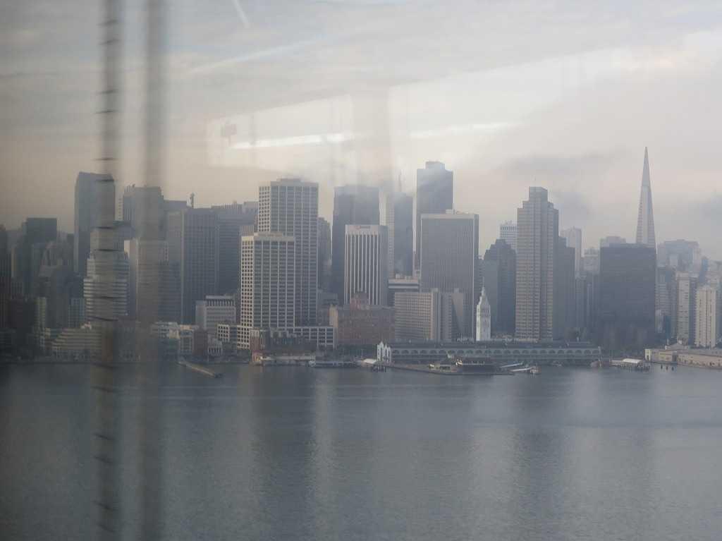 グレイハウンドバス車窓 - サンフランシスコ