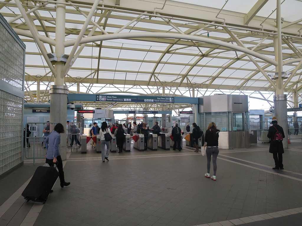 ミルブレー駅の改札
