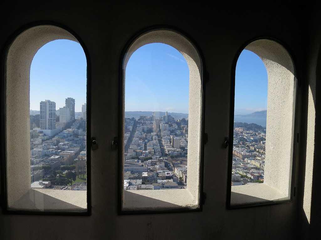 コイトタワー最上階の展望台の窓