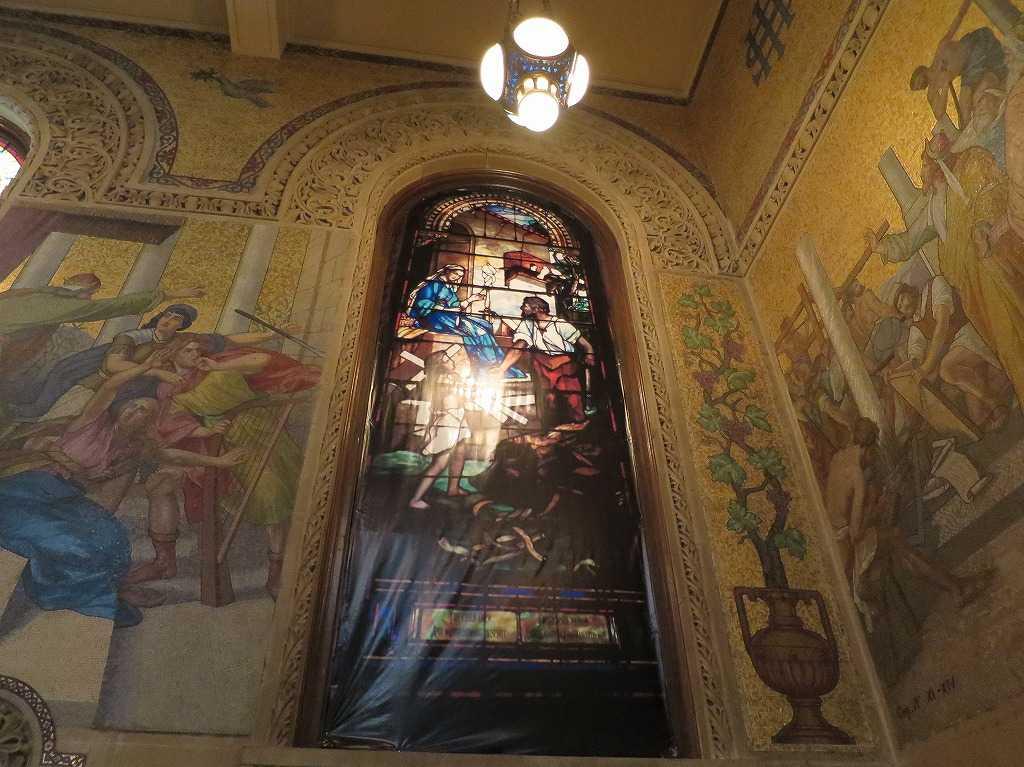 スタンフォード大学 - メモリアル・チャーチ内部のステンドグラス