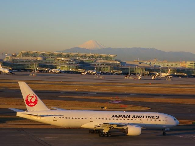 JAL機と富士山