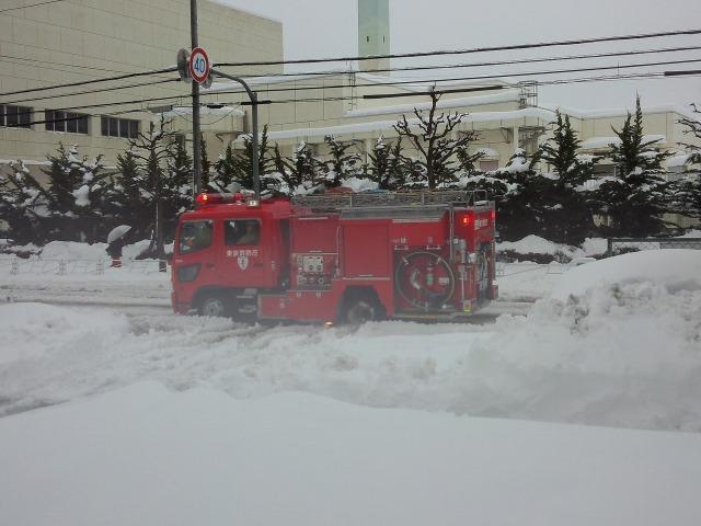大雪翌日の消防車
