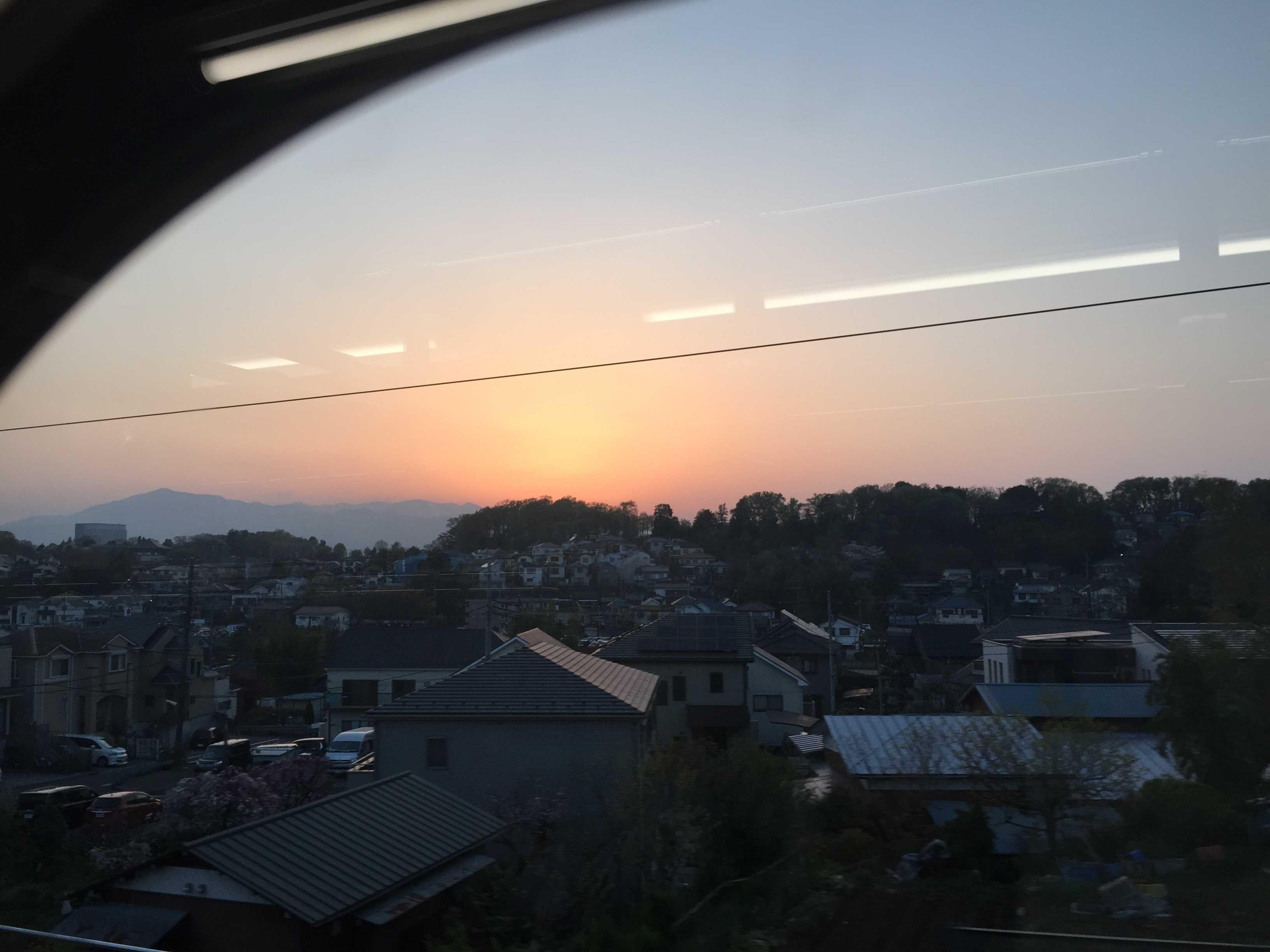 相鉄線の中から見えた丹沢山系の夕焼け