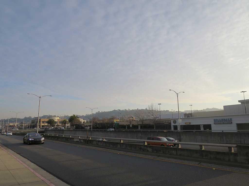 ヒルズデール駅前の通り(サウス・エル・カミノ・リアル/S El Camino Real)