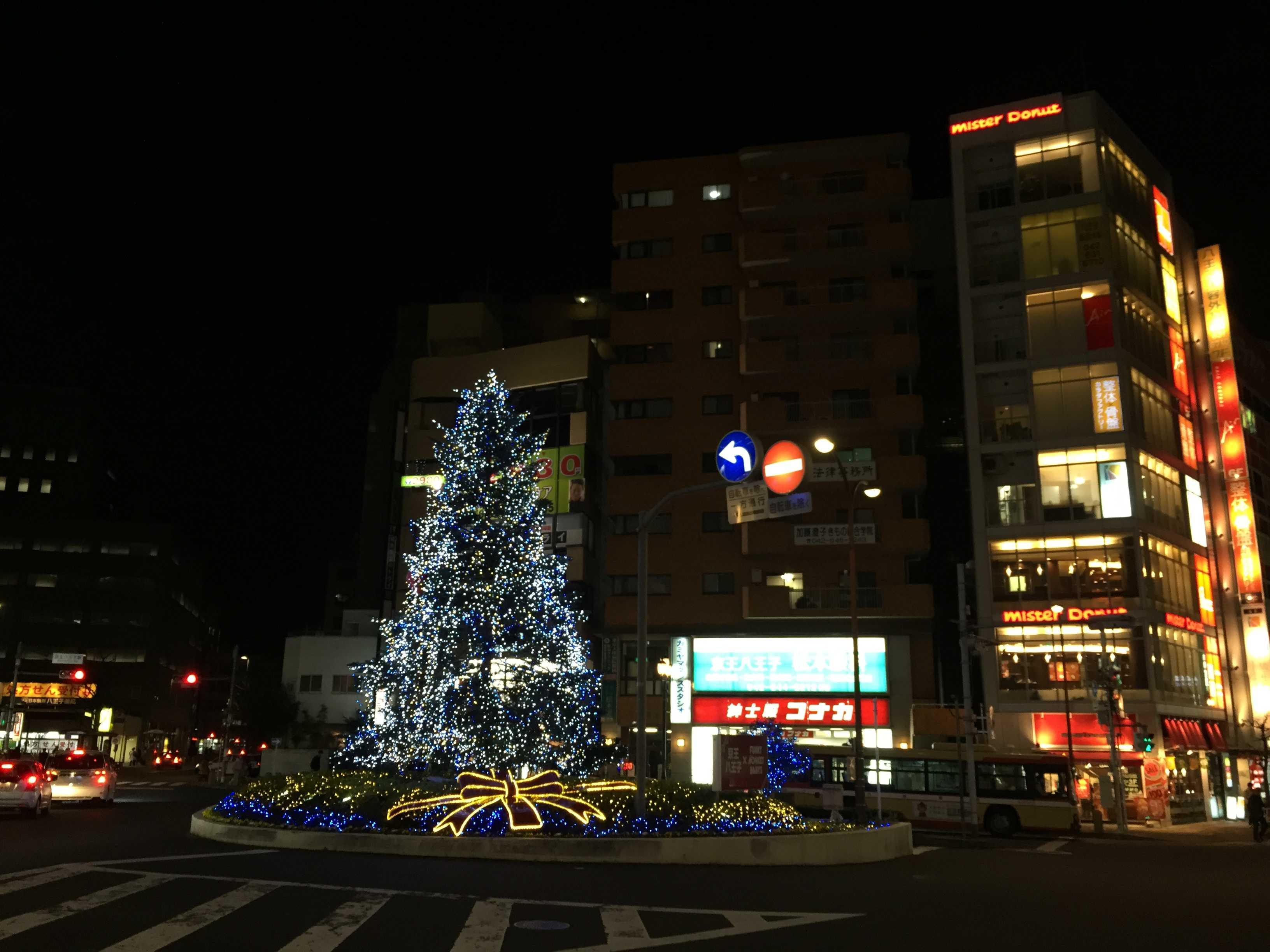 京王八王子駅のクリスマスツリー