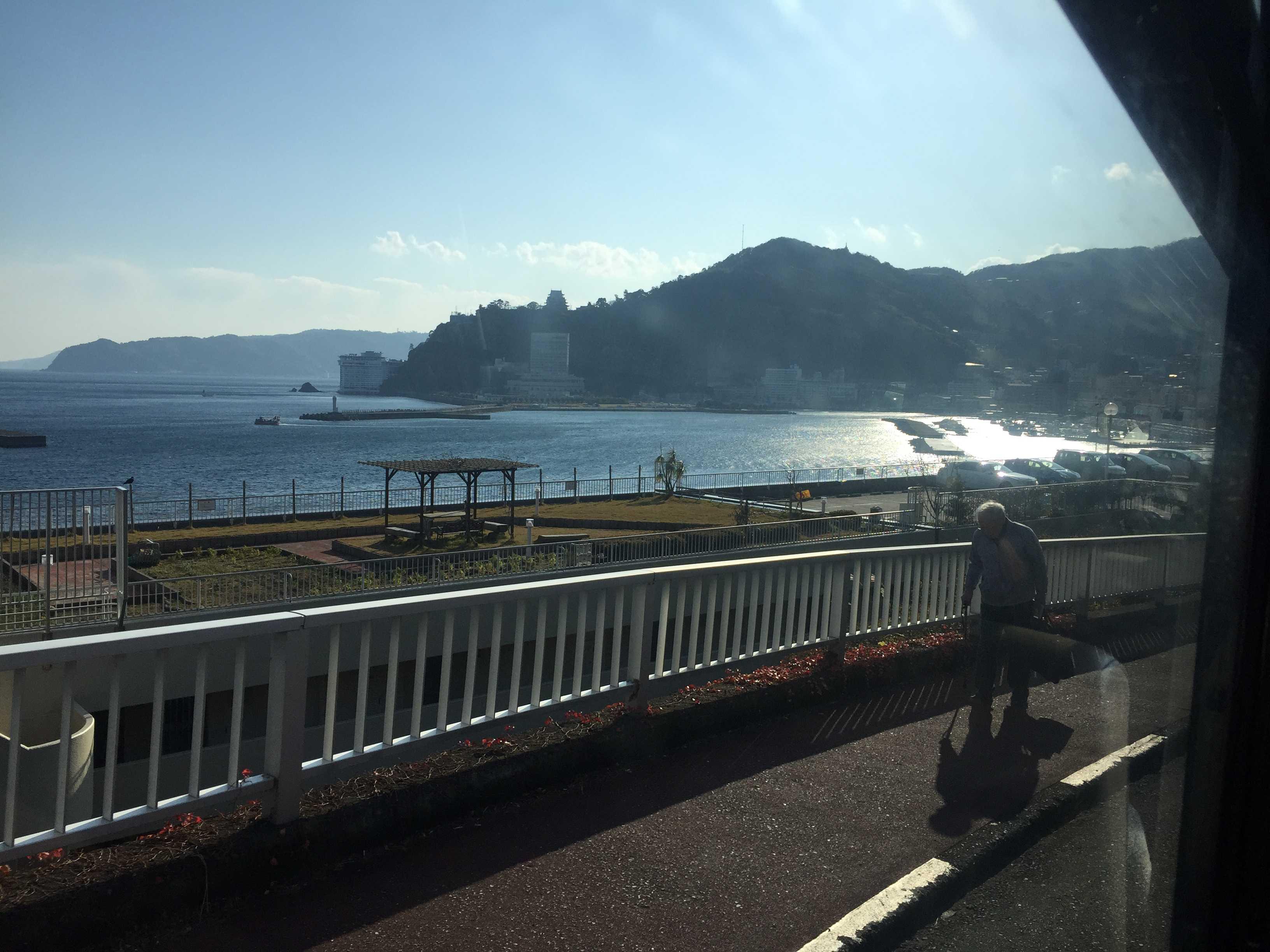 伊豆東海バスの車窓 - 熱海港