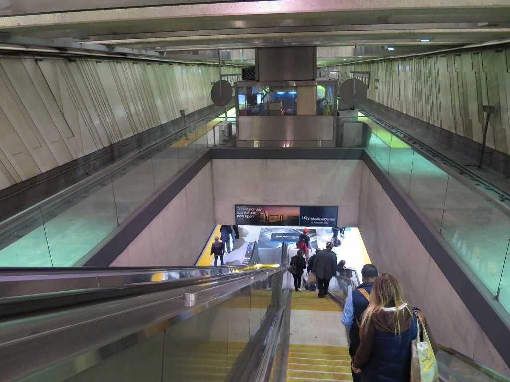 BART/バート - エンバーカデロ駅
