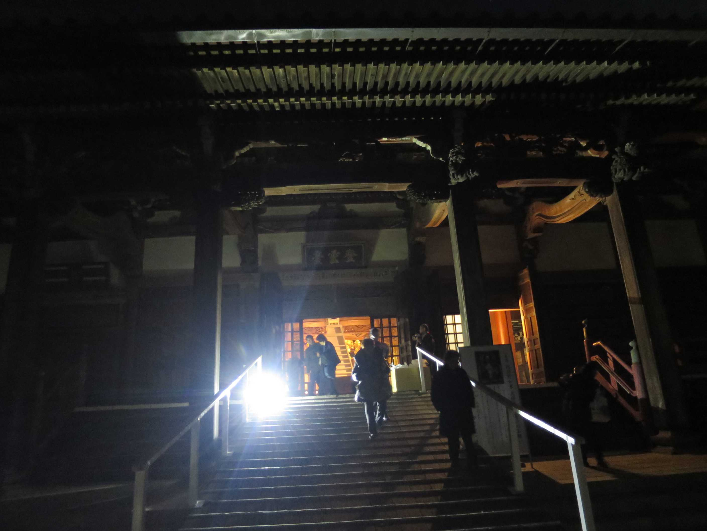 「一ッ火」が終った本堂 - 遊行寺