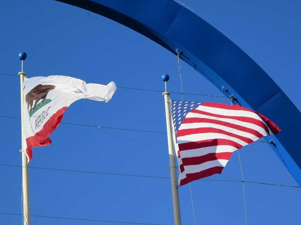 カリフォルニア州旗とアメリカ国旗