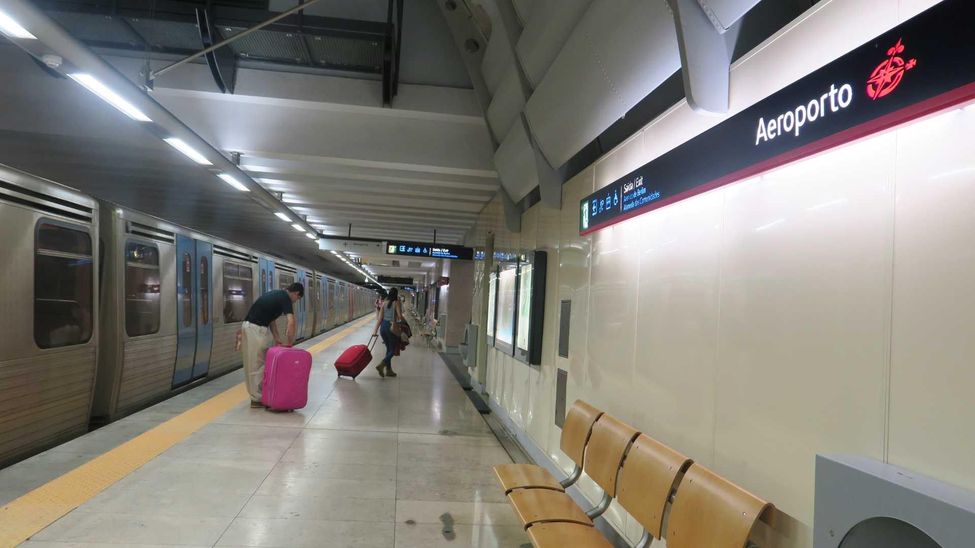 リスボン市内からポルテラ空港へ...